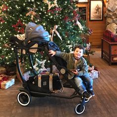 Holiday outings are easy with the Austlen Entourage stroller! With over 150 pounds of storage space, you won't have trouble getting the presents home. | Austlen Baby Co.
