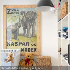 Elefanten sind Tiere, die fast jedes Kind faszinierend und spannend findet. Genau diese Tiere bildet auch das Wandbild ab, welches als Wandgestaltung in diesem  …