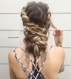 """If you want a relaxed braid is better to tight while knitting, but when you're done with your fingers, loosen and pull where you want. So, your hairstyle will get a """"boho"""" look."""