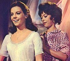Rita_Moreno_with_Natalie_Wood_in_West_Side_Story_1961_.jpg (286×250)
