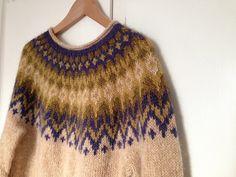 Ravelry: Project Gallery for Riddari pattern by Védís Jónsdóttir for Ístex Knitting Designs, Knitting Patterns, Knits, Ravelry, Knitted Hats, Knit Crochet, My Style, Sweaters, Clothes