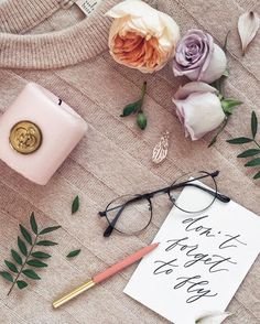 Flatlay with flowers and glasses. Estilo Blogger, Blogger Tips, Flat Lay Photography, Lifestyle Photography, Photography Ideas, Photo Pour Instagram, Image Tumblr, Flat Lay Inspiration, Flat Lay Photos