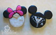 Weddbook ♥ For a change you can try this new type of Mickey mouse wedding cookies.It looks funny and lovely when you chose it for wedding.All tiny cartoon lovers will enjoy the Mickey mouse cookies. Fancy Cookies, Cut Out Cookies, Royal Icing Cookies, Mickey And Minnie Wedding, Mickey Minnie Mouse, Wedding Cookies, Wedding Favours, Wedding Ideas, Wedding Colors