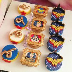Wonder Woman chocolate covered Oreos .. IG:Jayspartycreations Wonder Woman Birthday, Wonder Woman Party, Oreo Treats, Oreo Cookies, Superhero Birthday Party, Birthday Bash, Chocolate Covered Oreos, Rice Krispies, Cupcake Toppers
