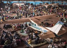 Mpoko camp was a symbol for the humanitarian crisis in Central African Republic. At its peak, 100,000 people, displaced by the brutal violence in their country, sought refuge here. The camp was located at Bangui International Airport and many people made shelters under the wings and hulls of airplanes. Now, the camp is closed, but that doesn't mean the crisis is over. Follow the link in our bio to find out more. © Sven Torfinn  #MSF #DoctorsWithoutBorders #CAR #CentralAfricanRepublic…