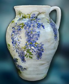 A beautiful Amphora decorated by Adele Marano made with @CalambourPaper CAL 85 by Adele Marano. pic.twitter.com/euYfTwIJnn