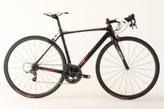 The Scapin Anouk, built with a SRAM Force 22 drivetrain and Xentis carbon clincher wheels.
