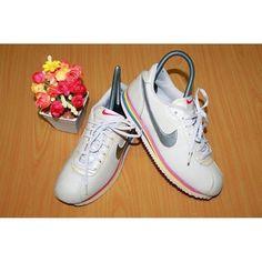 """ขาย รองเท้า nike แท้💯 สวยแจ่ม made in vietnam Size 36"""" ยาว 23 cm ราคา 350 บาท #nike ในราคา ฿350 ซื้อได้ที่ Shopee ตอนนี้เลย!http://shopee.co.th//45333191  #ShopeeTH"""