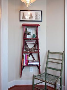Stair bookshelf decor ideas diy home decor, home decor, diy projects. Stair Bookshelf, Up House, Diy Network, Ladder Decor, Ladder Display, Rustic Ladder, Vintage Ladder, Diy Ladder, Room Pictures