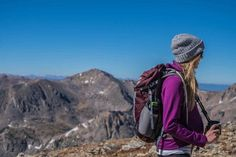 30 tips for backpacking in new zealand - backpacker guide new zealand Travel Essentials For Women, Hiking Essentials, Travel Necessities, Fashion Essentials, Winter Hiking, Go Hiking, Hiking Gifts, Travel Must Haves, Travel Tips