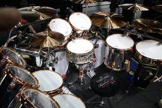 Alex_Van_Halen_2015_tour_Ludwig_Classic_Maple_Drum_Set_kit_9