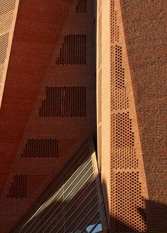 O'Donnell + Tuomey Architects, George Messaritakis, Dennis Gilbert · Saw Swee Hock Student Centre, London School of Economics University Architecture, Brick Architecture, School Architecture, Contemporary Architecture, Brick Works, London School Of Economics, Brick Detail, Brick Facade, Brick Design