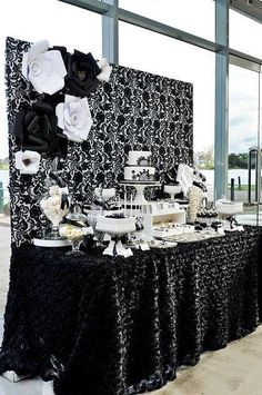 32 Ideas Wedding Backdrop Black And White Dessert Tables Black And White Party Decorations, Black White Parties, Black And White Theme, Black Party, Wedding Decorations, Graduation Decorations, White Gold, White Dessert Tables, White Desserts