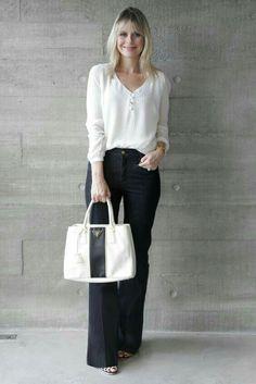 I love her bag, I wish it had longer handles