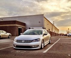 a ras del suelo Vw Passat, Jetta Mk5, Volkswagen Group, Best Luxury Cars, Car Mods, Bugatti, Cars And Motorcycles, Thule Society, Wheels