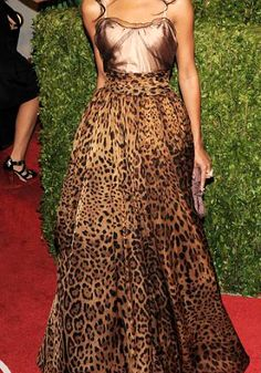 Celebrities who wear, use, or own Dolce & Gabbana Animal Print Gown. Also discover the movies, TV shows, and events associated with Dolce & Gabbana Animal Print Gown. Leopard Fashion, Animal Print Fashion, Fashion Prints, Animal Prints, Eliana, Printed Gowns, Leopard Dress, Beautiful Gowns, Look Fashion