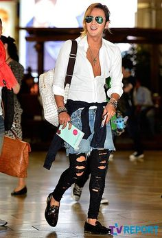 Jang Keun Suk airport fashion. YES! Only because he's so painfully ironic.