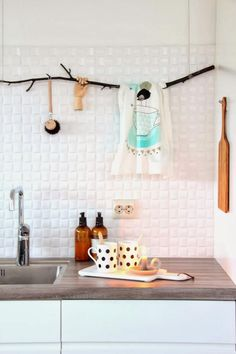 Modern meets natural elements with this branch hanger in kitchen.