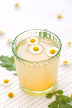 Whiskey pairs exceedingly well with tea and honey, especially when topped with fresh chamomile flowers. Get the recipe at Design Love Fest Non Alcoholic Drinks, Cocktail Drinks, Cocktail Recipes, Cocktail Glass, Orange Cocktail, Beverages, Milk Shakes, Cocktail Original, Yummy Drinks