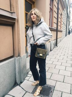 Mega babe Viola Bergström with her Aiale olive bag #atpatelier #inatpatelier #streetstyle