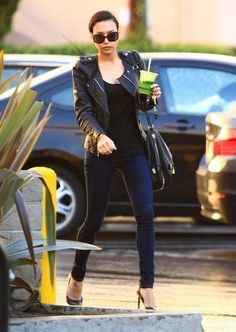 Naya Rivera Filmed New 'Glee' Scenes with Heather Morris!: Photo Naya Rivera carries a green juice into a nail salon to get a manicure and pedicure on Thursday (December in West Hollywood, Calif. The Glee actress… Naya Rivera, Classy Outfits, Casual Outfits, Fashion Outfits, I Love Fashion, Passion For Fashion, Diy Fashion, Chanel, Black White Fashion