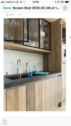40 ideas for wall glass kitchen cabinets Kitchen Sets, New Kitchen, Rustic Kitchen, Kitchen Decor, Wooden Kitchen, Küchen Design, House Design, Glass Kitchen Cabinets, Upper Cabinets