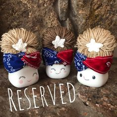 This item is reserved listing for a buyer. Crochet of July bum wig hats for marshmallow mug display. Fun Crafts, Diy And Crafts, Cute Marshmallows, 4th Of July Celebration, 4th Of July Decorations, Dollar Tree Crafts, Tray Decor, Mason Jar Crafts, Summer Diy