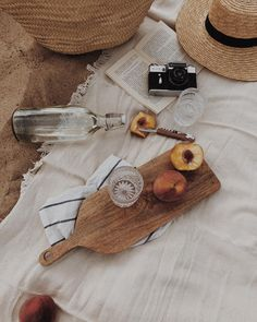 Picnic on the Beach Summer Of Love, Summer Days, Summer Vibes, Summer Europe, Beige Aesthetic, Summer Aesthetic, Travel Flatlay, Foto Still, Photo Images