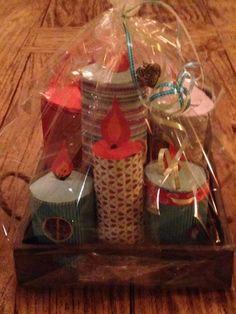 Sinterklaas surprise. Kaarsen op blad met kadootjes in de kaarsen.