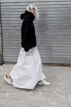 ファッション ファッション in 2020 Modest Fashion, Fashion Outfits, Womens Fashion, Fashion Fashion, Apostolic Fashion, Modest Clothing, Fashion Boots, White Maxi Skirts, Maxi Skirt Black