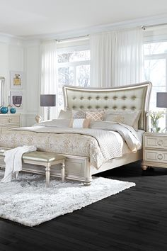 Pamper yourself in luxury with the Dynasty Queen Bed – an upholstered bed that shines. Elegant lines and metallic finishes look Hollywood chic.