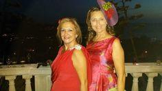 Isabel y María en la boda de Magdalena, María con un tocado de ala con flores de tela y naturales. Estilazo!!!