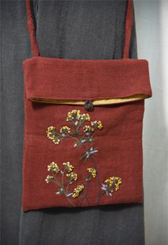 Embroidery Purse, Hand Embroidery Flowers, Fabric Paint Designs, Jute Bags, Linen Bag, Fabric Bags, Fabric Jewelry, Cloth Bags, Handmade Bags