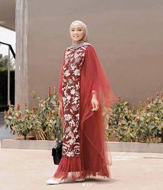 Hijab Gown, Kebaya Hijab, Hijab Dress Party, Kebaya Dress, Dress Pesta, Batik Fashion, Skirt Fashion, Fashion Dresses, Hijab Fashion