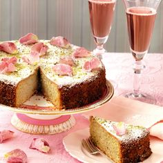 Pistachio and Rose Water Cake Pistachio and rose water cake re. Pistazien- und Rosenwasser-Kuchen Pistazien- und Rosenwasserkuchenrezept von Woman and Home Cupcakes, Cupcake Cakes, Cake Icing, Mini Cakes, Dessert Cake Recipes, Best Cake Recipes, Sweet Recipes, Rose Water Cake Recipe, Pistachio Cake