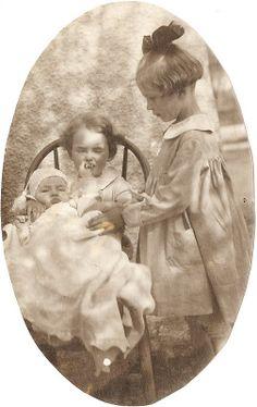 Relato: http://www.nosotrosquepareciamostanfelices.blogspot.com.es/2013/11/fuimos-tres-hermanas-que-nacimos-en.html