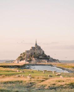Mont Saint Michel Photography Tips Normandy France - France Travel Destinations Mont Saint Michel France, Le Mont St Michel, France Photography, Travel Photography, Photography Tips, Landscape Photography, Places To Travel, Places To Visit, Travel Destinations