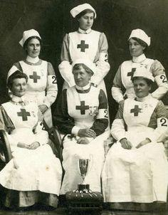 Vintage Nurse, Vintage Medical, World War One, First World, History Of Nursing, Red Cross Society, Nurse Photos, Professional Nurse, Old Hospital