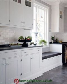 Painting Colors For Kitchen Walls is certainly important for your home. Whether you choose the Kitchen Decor Ideas Apartment or Decorating Ideas For Kitchen Walls, you will create the best Decor Top Of Kitchen Cabinets for your own life. Kitchen Cabinet Design, Kitchen Layout, Interior Design Kitchen, Kitchen Cabinets, Kitchen Walls, Home Decor Kitchen, New Kitchen, Home Kitchens, Window Seat Kitchen
