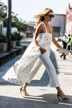 maxi top over a pair of white crop trousers // such an effortless, chic look! http://busbeestyle.com/