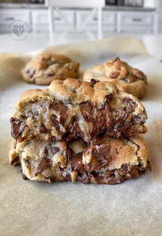 Chocolate Chip Cookie Recipe Soft Chocolate Chip Cookies, Melting Chocolate Chips, Chocolate Cookie Recipes, Cookie Desserts, Dessert Recipes, Cookies Soft, Breakfast Recipes, Cookie Cheesecake, Chocolate Bowls