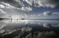 Photographier la #Bretagne ::  #Kite surf à Fort Bloqué, superbes reflets !! par Alain http://publifocus.pagesperso-orange.fr/