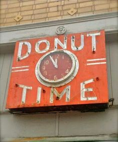 Neon Donut Time click sign in Oakland, California Old Neon Signs, Vintage Neon Signs, Old Signs, Retro Signage, Neon Clock, Neon Lighting, Painted Signs, Vintage Advertisements, Bunt