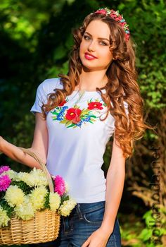 Ukrainian girls are the most beautiful in the world. You dream about one? Your girlfriend is Ukrainian? Read how to build a happy family with her! How to win a heart of Ukrainian girl? How to choose your sexy Ukraine Looking for your Ukraine girl? Ukraine Women, Ukraine Girls, Eslava, Divas, Folk Fashion, Russian Fashion, Happy Women, Most Beautiful Women, Beauty Women