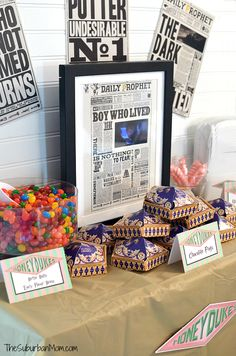 Harry Potter Party idea, Daily Prophet with moving picture! Harry Potter Decor, Harry Potter Anime, Harry Potter Facts, Harry Potter Birthday, Birthday Love, Birthday Parties, Birthday Ideas, Birthday Activities, 11th Birthday