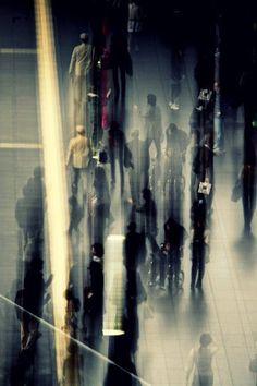 Photographs of people in motion by Satoshi Okazaki