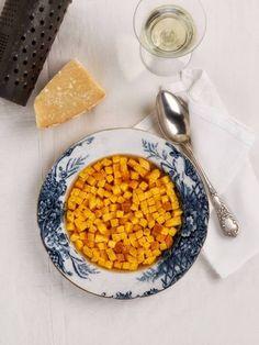 IMPERIALE - La zuppa imperiale fa parte della tradizione culinaria emiliano – romagnola . E' una pietanza semplice ma nutriente e viene consumata prevalentemente in inverno con brodo di carne . Una preparazione a base di semolino, uova e burro cotta nel forno e poi tagliata a quadratini. Vengono cotti nel brodo bollente di carne.