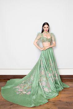 Actress Kiara Advani In Green Lehenga Choli At India Couture Week 2018 Indian Wedding Fashion, Indian Wedding Outfits, Bridal Outfits, Indian Bridal, Indian Outfits, Indian Fashion, Wedding Dress, Pink Outfits, Indian Clothes