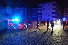 Şanlıurfa'nın Viranşehir İlçesi'nde hakim ve savcı lojmanlarının yakınında patlama meydana geldi. Patlama sonrası olay yerine çok sayıda güvenlik görevlisi ve ambulans sevk edildi. Şanlıurfa Valisi Güngör Azim Tuna, patlamanın bombalı araçla gerçekleştirildiğini ve saldırıda 3...  #Araçla, #Bombalı, #Çocuk, #Hayatını, #Kaybetti..., #Saldırı, #Şanlıurfa'Da https://havari.co/sanliurfada-bombali-aracla-saldiri-bir-cocuk-hayatini