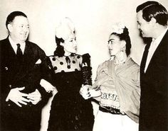 Diego Rivera, Dolores del Rio, Frida Khalo and Orson Welles. Frida E Diego, Diego Rivera Frida Kahlo, Frida Art, Fridah Kahlo, Clemente Orozco, Orson Welles, Mexican Artists, Old Hollywood, Hollywood Stars